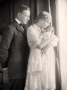 Woodrow Wilson's son, daughter-in-law, and new grandson (born in the White House) - 1915.