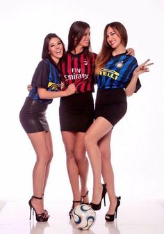 Inter Milan Girls Francesca Buriani and Stefania Cattaneo Football Girls, Girls Soccer, Soccer Fans, Football Fans, Dani Daniel Hot, Football Images, Vintage Football, Ac Milan, Sport Girl