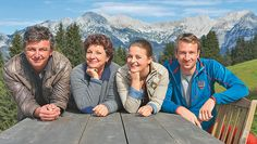 Die Bergdoktor-Darsteller Hans Sigl, Monika Baumgartner, Ronja Forcher und Heiko Ruprecht. (Bild: Susanne Sigl) New Series, Fulton, Netflix, Couple Photos, People, Travel, Alps, Movies, Yesterday And Today