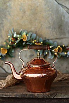 copper home accessories home accessories homeaccessories Huge Vintage Copper 5 Qt Kettle Copper Pots, Copper Kitchen, Copper And Brass, Antique Copper, Copper Accents, Copper Penny, Copper Tea Kettle, Copper Decor, High Tea