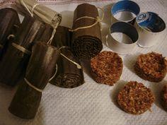 super  – Kaminanzünder - Die Papprollen wurden mit getrocknetem Lavendel gefüllt, zugebunden und in Wachs getaucht. Die Pellets aus Lavendel und Sägespänen mit Wachs vermischt und in kleine Formen gefüllt und getrocknet..  fertig :-)