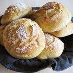 Sprøde og bløde koldhævede morgenboller Veggie Recipes, Bread Recipes, Cook N, No Knead Bread, Piece Of Bread, Different Recipes, No Bake Desserts, Bread Baking, Baked Goods