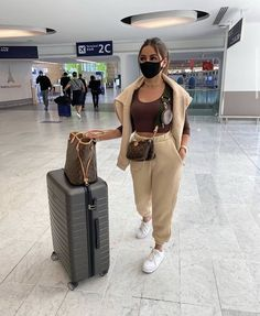 Comfy Airport Outfit, Airport Travel Outfits, Cute Travel Outfits, Comfy Travel Outfit, Winter Travel Outfit, Winter Fashion Outfits, Cute Casual Outfits, Summer Airport Outfit, Airport Style