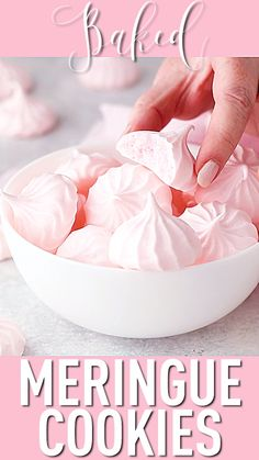 Baked Meringue Cookies Baked Meringue Kisses: crisp, sweet, and light as can be. Tons of really great info here too on how to make meringue. Baked Meringue, Meringue Cookie Recipe, Meringue Kisses, Meringue Pavlova, Vanilla Meringue Recipe, Meringue Shells Recipe, Merangue Recipe, Lemon Meringue Cookies, French Meringue
