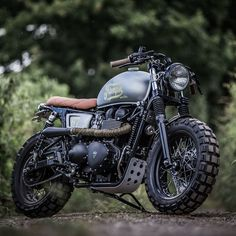 The British manufacturer, Triumph Motorcycle, introduced the latest addition to their scrambler motorbike lineup. Triumph presents the Scrambler 1200 with this Triumph Scrambler, Triumph Motorcycles, Triumph T100 Bonneville, Indian Motorcycles, Scrambler Motorcycle, Cool Motorcycles, Vintage Motorcycles, Vintage Bicycles, Scrambler Custom