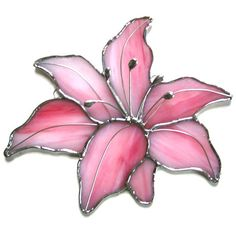 This is gorgeous! I'd love to hang this in my window! Stained glass suncatcher lily pink and silver by Nostalgianmore. Stained Glass Ornaments, Stained Glass Flowers, Stained Glass Suncatchers, Stained Glass Designs, Stained Glass Panels, Stained Glass Projects, Stained Glass Patterns, Leaded Glass, Stained Glass Art