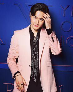 Thank you for inviting me😏 Gel Aloe, Exo Fan, Kim Min Seok, Kim Junmyeon, Suho Exo, Wattpad, Chinese Boy, Hello Gorgeous, Red Shoes