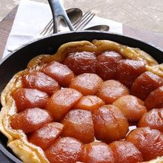 Madame Vingaux's Apple Tarte Tatin Preparation minutes Cooking hour Ingredients 150 grams sugar 150 grams butter, diced medium-sized apples, peeled, quartered and core. My Favorite Food, Favorite Recipes, Cooking Time, Sausage, Apple, Tarte Tatin, Apple Fruit, Sausages, Apples