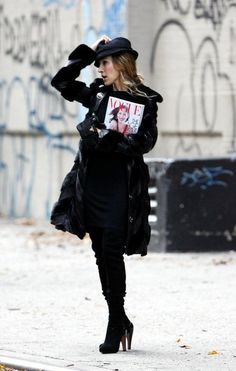 Sarah Jessica Parker ( Carrie Bradshaw ) in black I inspirational style & look #fashion