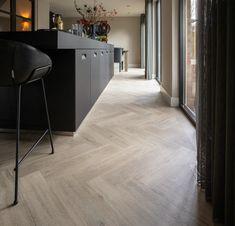 Pvc Flooring, Modern Flooring, Flooring Companies, Flooring Options, Living Room Inspiration, Furniture Inspiration, White Oak Floors, Dark Interiors, Floor Finishes