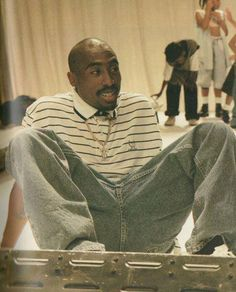 On set of music video Tupac Shakur, 2pac Makaveli, Tupac Wallpaper, Tupac Art, Tupac Pictures, Ropa Hip Hop, Gangster Rap, 90s Hip Hop, American Rappers