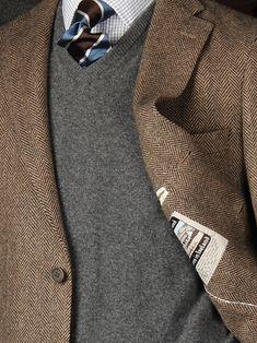 Brown sport coat, gray v neck sweater, white windowpane dress shirt, brown and blue striped tie. Sharp Dressed Man, Well Dressed Men, Mens Fashion Suits, Fashion Outfits, Guy Fashion, Style Fashion, Brown Sport Coat, Herringbone Jacket, Harris Tweed