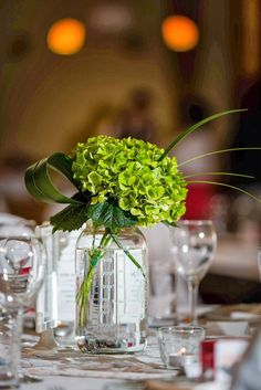 Elle's Wedding Tips: Inexpensive Centerpiece for Reception Tables