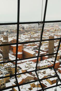 Snowy Day, Bologna, Italy http://viaggi.asiatica.com/