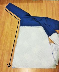 Learn how to make your own cotton wrap dress with this step by step tutorial. Plenty of photos and some help on how to add an applique too