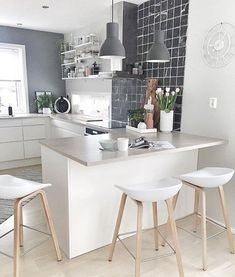39 Exceptional Ways to Improve and Decorate with a Very Small Kitchen Design. Very Small Kitchen Design Nordic Kitchen, Scandinavian Kitchen, New Kitchen, Kitchen Dining, Kitchen Decor, Kitchen Ideas, Kitchen White, Kitchen Cabinets, Kitchen Small