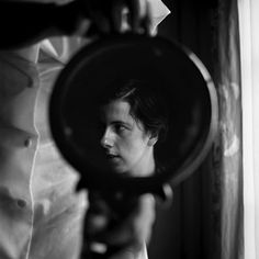Vivian Maier self-portrait: Vivian Maier a professional nanny, who from the until the took over photographs worldwide—from France to New York City, to Chicago and dozens of other countries—and yet showed the results to no one Robert Doisneau, Self Portrait Photography, Street Photography, Mirror Photography, People Photography, Photography Ideas, Travel Photography, Famous Photographers, Portrait Photographers