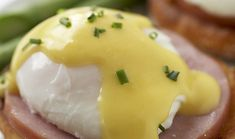 Hollandaise Sauce Recipe Great for topping poached eggs, Canadian Bacon, on top of a toasted English Muffin. I use slices of Avocado between the Bacon and the Muffin). Egg Recipes, Sauce Recipes, Brunch Recipes, Cooking Recipes, Cooking Tips, Eggs Benedict Recipe, Egg Benedict, Incredible Eggs, Breakfast