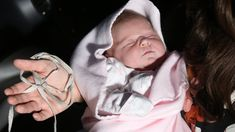FOX NEWS: Nimble dad delivers daughter in front seat of car and cuts umbilical cord with shoelace