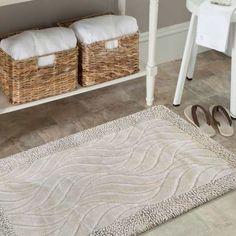 Dzięki beżowym dywanikom łazienkowym, wniesiesz odrobinę koloru i komfortu do łazienki. Zestaw wykonany z bawełny, zaprojektowany subtelny wzór, składa się z dwóch grubości bawełnianej przędzy. #dywan #dywanłazienkowy #komplet #kompletdołazienki #kompletłazienkowy #dywanikiłazienkowe #dywaniki #beżowy #beżowykomplet #łazienka #wystrój #aranżacja #aranżacjałazienki #komfort #kolor #bawełna #kompletzbawełny #kompletbawełniany #dwadywaniki #subtelny #wzór Rugs, Home Decor, Farmhouse Rugs, Decoration Home, Room Decor, Home Interior Design, Rug, Home Decoration, Interior Design
