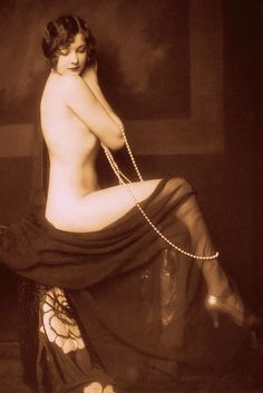MARJORIE KING 1925-9 topless flapper with string of pearls. From Jazz Age Beauties the lost collection of Ziegfeld photographer Alfred Cheney Johnston by Robert Hudovernik (2006) (please follow minkshmink on pinterest) #twenties #flapper #vintagenude #stringofpearls
