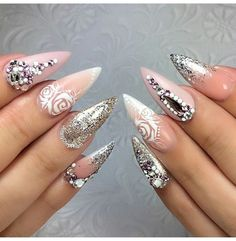White designs, with gold glitter and silver rhinestones White Nail Designs, Nail Art Designs, Swag Nails, My Nails, Nail Shop, Silver Rhinestone, Nails Magazine, White Nails, Nail Inspo