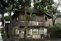 old abandoned house in calle gomez Old Abandoned Houses, Classic Architecture, Cabin, House Styles, Places, Home Decor, Classical Architecture, Lugares, Cabins