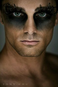 love a smokey eye on a man, but these fashion-forward make-up looks are more post-apocalyptic/future dystopian tribal war paint by way . Looks Halloween, Halloween Men, Halloween Face Makeup, Halloween Photos, Halloween Stuff, Vintage Halloween, Halloween Costumes, Make Up Looks, Alaaf You