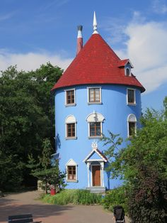 Suomi - Finland - Naantali - Muumi - Moomin Weird Houses, Crazy Houses, Tree Houses, Old Houses, Kitchen Room Design, Finland, Cottages, Townhouse, Building A House