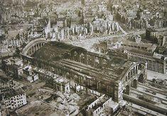 1945 Berlin Anhalter Bahnhof.im Vordergrund auf der linken Ecke,das Dach des Bunkers (markiert mit weiss)