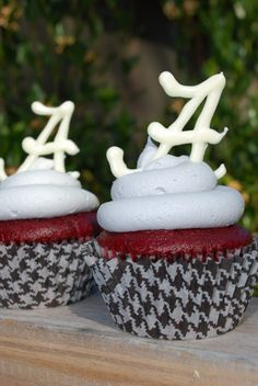 A fellow UT Vols fan lost a bet and had to make these Crimson Tide Cupcakes. Bless her! I'm sure that my 'Bama friends will enjoy them, though.