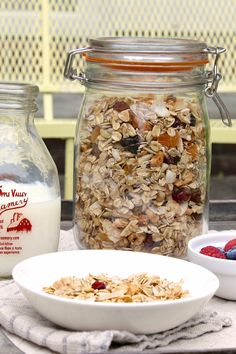 Toasted Maple Muesli is all you need for quick, healthy, satisfying breakfasts every day of the week — and just like granola, this muesli tastes good enough to eat all by … Healthy Muesli Recipe, Healthy Cereal, Eating Raw, Healthy Eating, Healthy Food, Best Camping Meals, Camping Recipes, Raw Oats