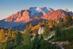 Marmolada Gletscher, Dolomiten, Italien: Paradies für erfahrene Skifahrer, Skigebiet am höchsten Berg der Dolomiten, relativ ruhig und kein Massentourismus. Mehr Infos im Skiführer auf snowplaza.de