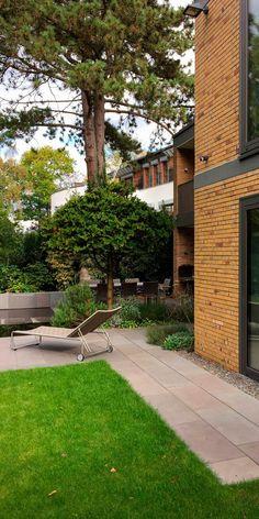 pflegeleichter vorgarten mit gro en steinen und gr sern japanische g rten pinterest gr ser. Black Bedroom Furniture Sets. Home Design Ideas