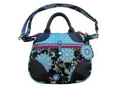 *Sofie*  Die bringt jedes Outfit groß raus: Umhängetasche Sofie!  Genäht aus einer feinen, bedruckten Baumwolle in schwarz, azurblau, mittelblau, türkis, violett und grasgrün. #bags # handbags #handmade #Tasche #Umhängetasche #unikat #designer #handgemacht #handgefertigt