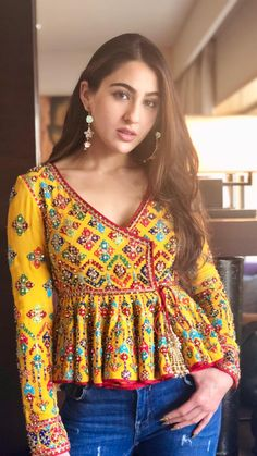 Best embroidery dress indian blouse… Best embroidery dress indian blouses 43 ideas The post Salwar Designs, Kurti Designs Party Wear, Saree Blouse Designs, Short Kurti Designs, Indian Blouse, Dress Indian Style, Indian Wear, Garba Dress, Navratri Dress