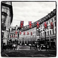 Picadilly #london #picadilly #unionjack #regentstreet -thmzg