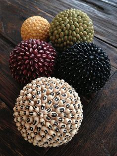 HQCreations: Self-Reliance Edition: Make your own decorative bean balls! - HQCreations: Self-Reliance Edition: Make your own decorative bean balls! Diy Home Crafts, Creative Crafts, Decor Crafts, Fun Crafts, Crafts For Kids, Styrofoam Ball Crafts, Diy Para A Casa, Deco Cafe, Decorative Spheres