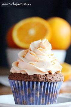 Cupcake de chocolate y crema de mantequilla de naranja