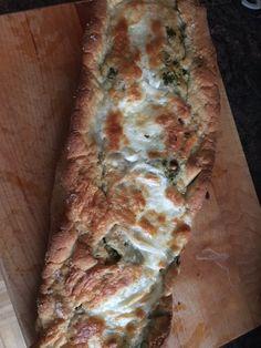 Stromboli (hartig gevuld brood met pesto en mozzarella) uit Handboek Oven, gebakken door John