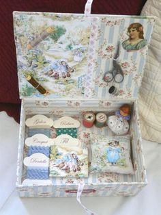 love these craft boxes Sewing Case, Sewing Box, Sewing Notions, Stitch Box, Sewing Crafts, Sewing Projects, Decoupage Box, Sewing Baskets, Pretty Box