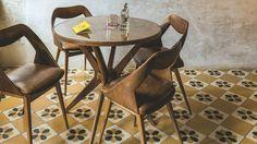 Des hôtels et restaurants de charme à Rome Rome Restaurants, Dining Chairs, Dining Table, New Homes, House, Inspiration, Furniture, Spots, Design