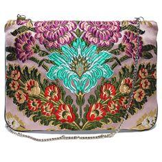 Bolso fallera® con detalles florales, realizados en tela de seda color rosa, rojo y verde. fallera bag with floral pattern. #bag #clutch #bolso http://fallera.com/es/bolsos/bc00605-detail