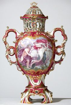 Covered pot-pourri vase from Upton House, Warwickshire, soft-paste porcelain, 1762–64, Chelsea factory, London, England. © National Trust. Photograph: Robert Morris-garnitures-vase-contemporary-ceramic-art-cfile