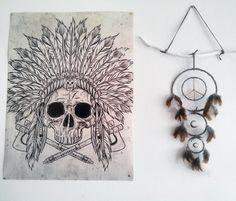 Attrape rêves bois, dreamcatcher lune et peace and love, style amérindien, ethnique, bohème, décoration murale, blanc et taupe de la boutique Chauchilla sur Etsy