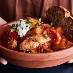 Värikäs kana-kasvispata | Pataruoat | Yhteishyvä Chicken Wings, Meat, Food, Red Peppers, Eten, Meals, Diet