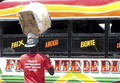 Les autobus et les tap-tap sont couverts de messages religieux en Haïti.