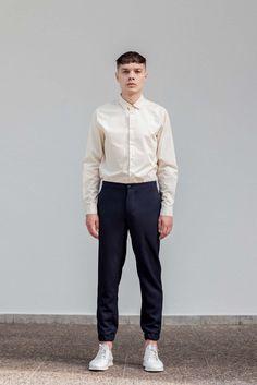 VON HUND Fashion & Design - Menswear Lookbook S/S16, Beige Cotton Popelin Barengar Shirt & Midnight Blue Woolen Anzo Pants. Radical Price Transparency. www.vonhund.com