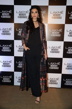 Style Inspiration from Celebs at Anita Dongre's Grand Finale at Lakme Fashion Week 2017 Indian Wedding Outfits, Indian Outfits, Indian Designer Outfits, Designer Dresses, Pakistani Dresses, Indian Dresses, Stylish Dresses, Fashion Dresses, Lakme Fashion Week 2017