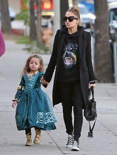 Nicole Richie w modnej bluzie Givenchy